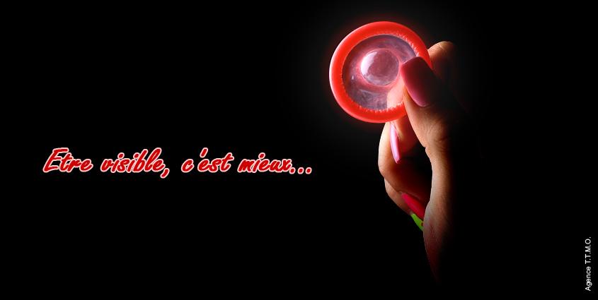 Etre vivant c'est bien, être visible c'est mieux. Mais que se cache t-il derrière cette petite phrase et ce préservatif fluorescent ? Si vous saviez déjà que la taille ne compte pas, faut-il se préoccuper de sa visibilité ? L'agence TTMO vous dit tout.